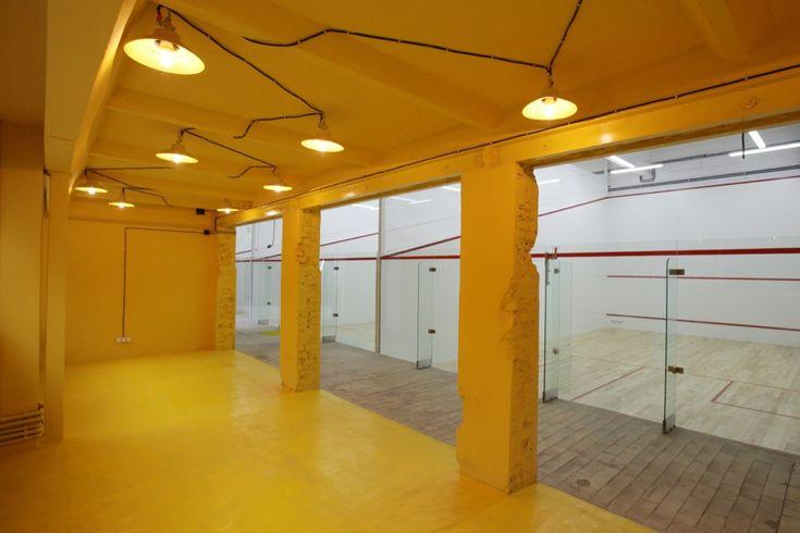 Image 1 of 20 from gallery of Squashynski Squash Club / BUCK.ARCHITEKCI. Courtesy of BUCK.ARCHITEKCI