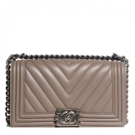 7224a5d34a5141 Chanel Le Boy bag Chevron Taupe Love at first sight | Wants | Chanel boy  bag medium, Chanel, Chanel le boy
