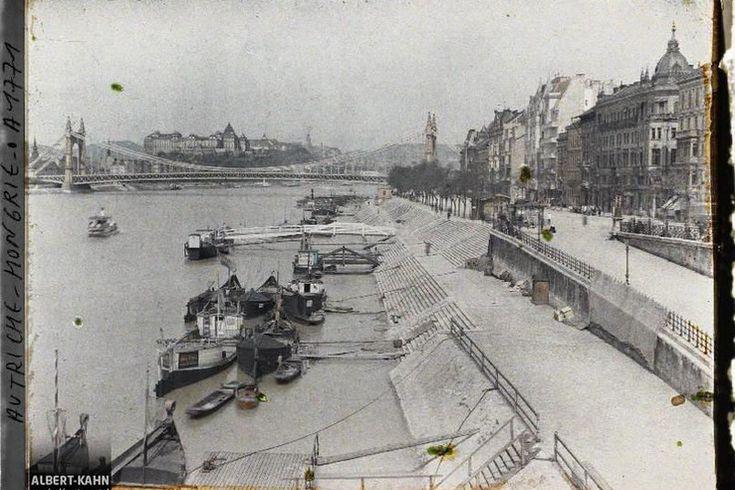 A pesti Duna-part az Erzsébet híddal és a Budai Várral a Szabadság híd pesti hídfőjétől fotózva