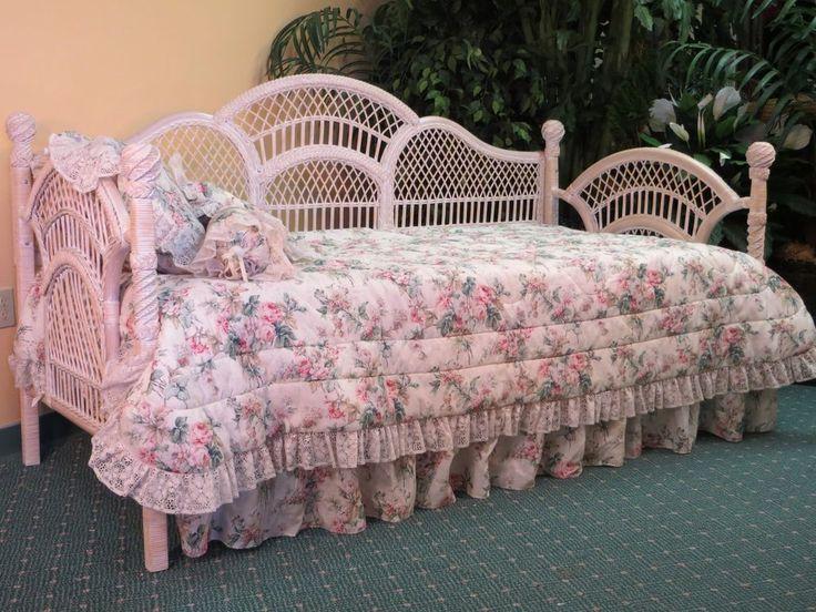 Whitewash Wicker Victorian Daybed