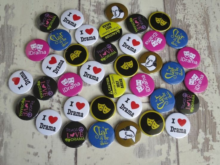 Busy weekend, making up batches of drama badges for a lovely drama teacher. Thes… – Button badges