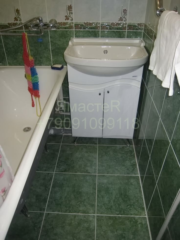 Ремонт ванной комнаты в зеленом цвете. Бюджетный.
