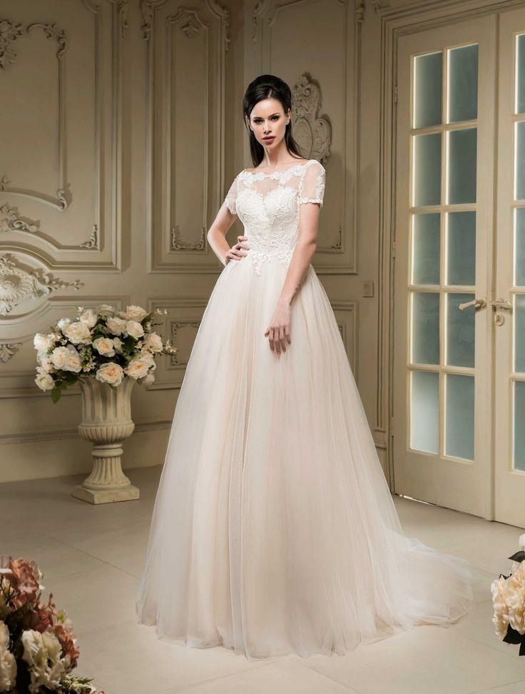 Nádherné svadobné šaty so širokou sukňou a krajkovaným vrškom
