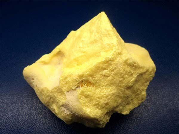 Simbol chimic: S Masa atomică: 32 1 mol S = 32 g; conţine 6,023• 1023 atomi S Stare naturală: Sulful se găseşte în cantitate însemnată în stare liberă, sub formă de zăcăminte atât în subteran, cât şi la suprafaţa scoarţei terestre. El există în natură şi sub formă de ...