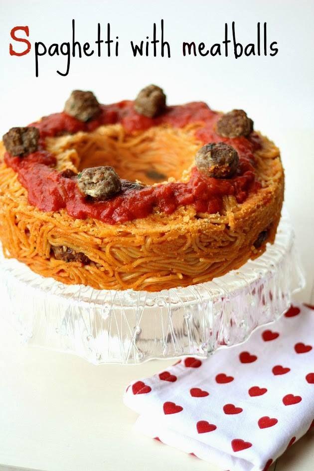 Spaghetti & meat balls, ricetta classica della cucina italiana, impreziosito dalla alzatina della collezione Rugiada