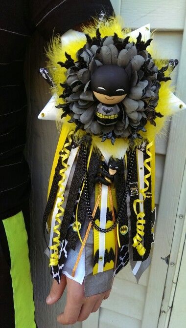 Batman themed homecoming garter. Small sized. Homecoming mum. anniesmums.wix.com/mums-garters
