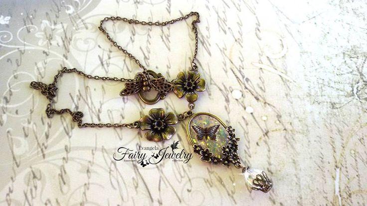 Collana farfalla finestra riflessi aurora boreale bronzo anticato fiori cristallo, by Evangela Fairy Jewelry, 15,00 € su misshobby.com