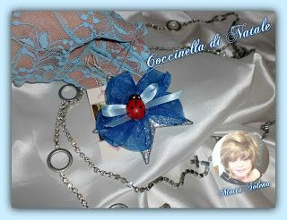 Stellina argentata con coccinella portafortuna, per decorare l'albero di Natale o le confezioni regalo.