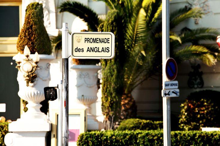 Nizzassa kauniita paikkoja on kaikkialla. Vanha kaupunki kapeine kujineen ja pastellinvärisine taloineen. Monta kilometriä pitkä, palmujen ja upeiden talojen reunustama Promenade des Anglais -rantakatu, jossa voit kävellä, harrastaa liikuntaa tai istahtaa rantatuoliin ihailemaan maisemia. #nizza #nice #france #tjäreborg