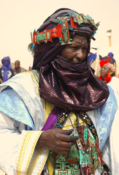 Tuareg Griot at the Festival au Desert, Essakane, Mali | © Chris Greenwood.   This man is a Griot (also : Jali or Jeli) i.e. a historian, keeper of the mythology of his people, a moral guide and adviser, a community leader, a source of community wisdom.Essakan, Mali