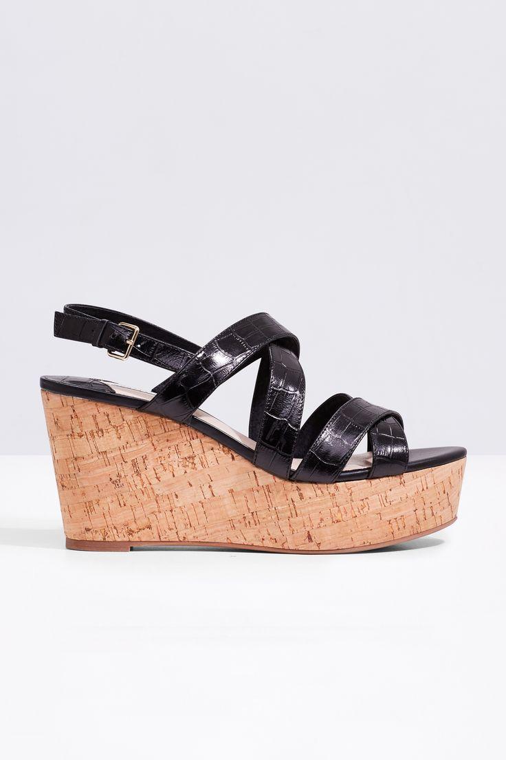 Sandalia de plataforma con tiras de piel grabada en cocodrilo. Altura 9,5 cm   Zapatos   Cortefiel