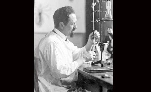 La increíble historia del biólogo que combatió a los nazis con piojos