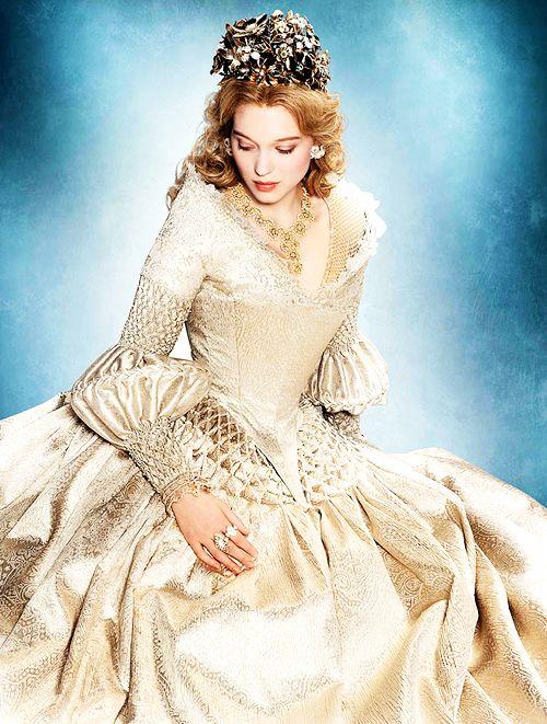 La Belle Et La Bête Photo: La Belle Robe Blanche Dîner Avec La Bête