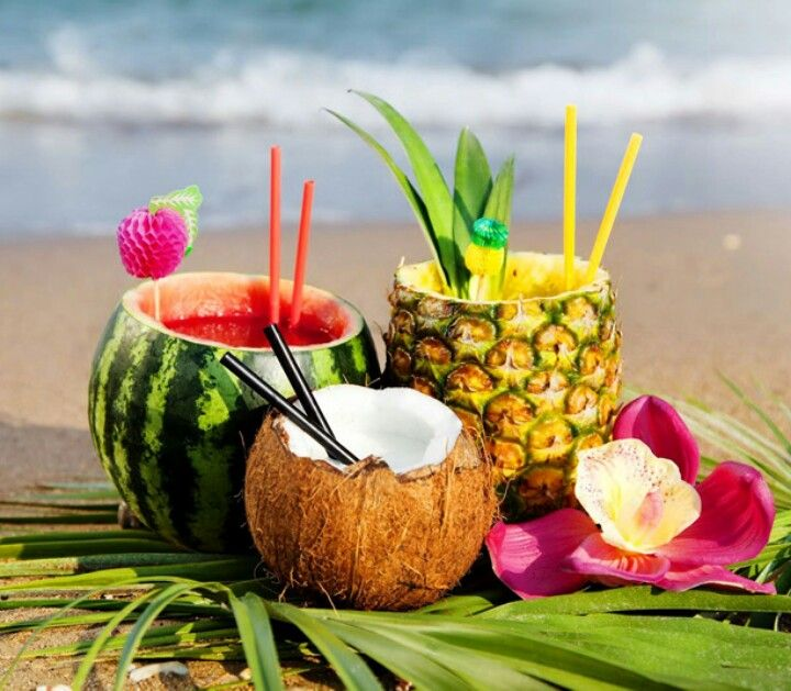 Giving a whole new meaning to the Thai 'bucket' - love these coconut drinks and island cocktails!