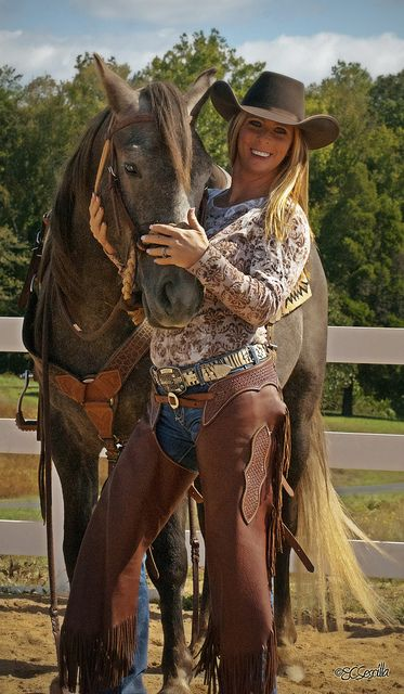 ❤ This horse and her outfit!
