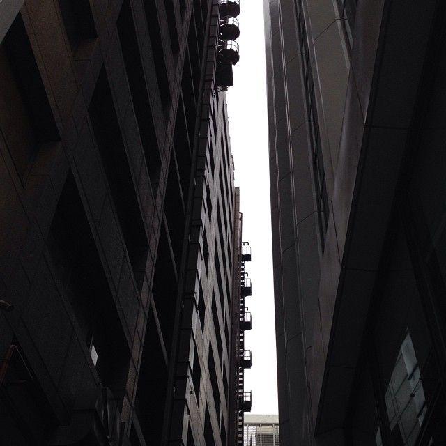 qunoo 틈... #between #gap #building #sky #dark #look_up #city #urban #igaddict #igdaily #instacool #instagood #instalove #instamood #instagrammer #instagramhub #bestagram #bestoftheday #picoftheday #photooftheday #all_shot #instagramers #insta_mazing #igers #iphoneonly / #골목 #길 #틈 / 2013 12 20 /
