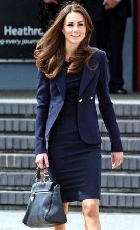 きちんと感と清楚さを兼ね備えたネイビースーツワンピ♡ アラサー(30代)女性におすすめのスカートスーツまとめ。