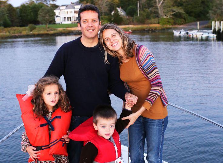 Familia-en-barco_1024x1024