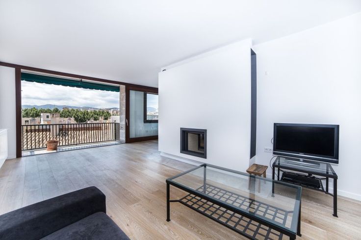 Old town, Palma de Mallorca: Spacious top quality apartment in the Old town. 4 bedrooms, 4 bathrooms, 3 500 €/ month.