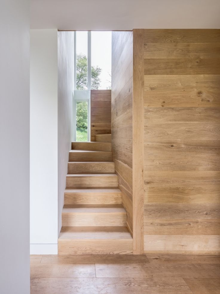 escalier quart tournant haut, lambris mural et plancher massif
