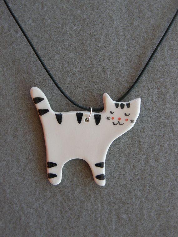 Keramische kat ketting, wit, zwart, gestreepte kat, met zwarte ketting, keramiek, kat hanger, kinderen sieraden, Handmade, Crazy Cat Lady, Kitten hanger