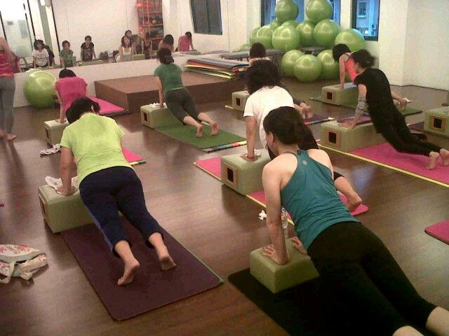 Pilates Jakarta. Mat with pilates Longbox exercise. A challenge to core!! Try this class at POP Pilates Method, jakarta barat