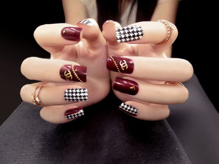 Luxe Houndstooth Gold and Maroon Square 24 Piece Nail Set