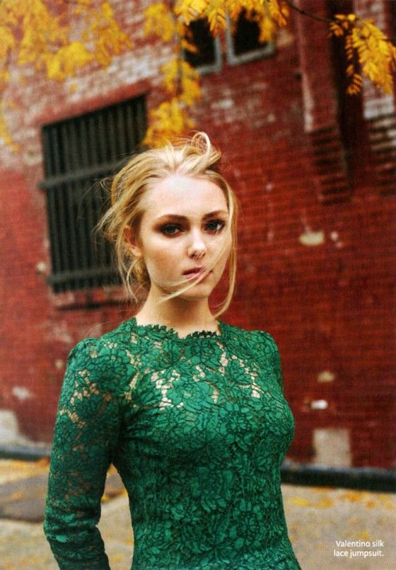 emerald green lace dress and I think that is the girl from ...