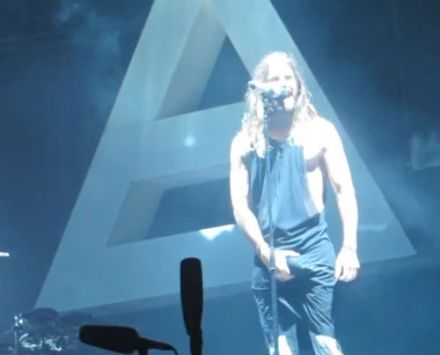 Pic of the gay: Jared Leto grabs his huge package onstage