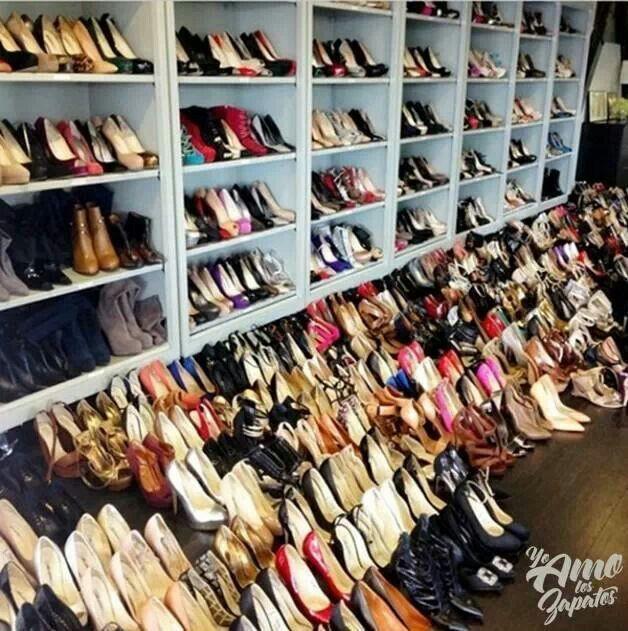 Tremendo zapatos asugusto pinterest armario de for Armario para zapatos