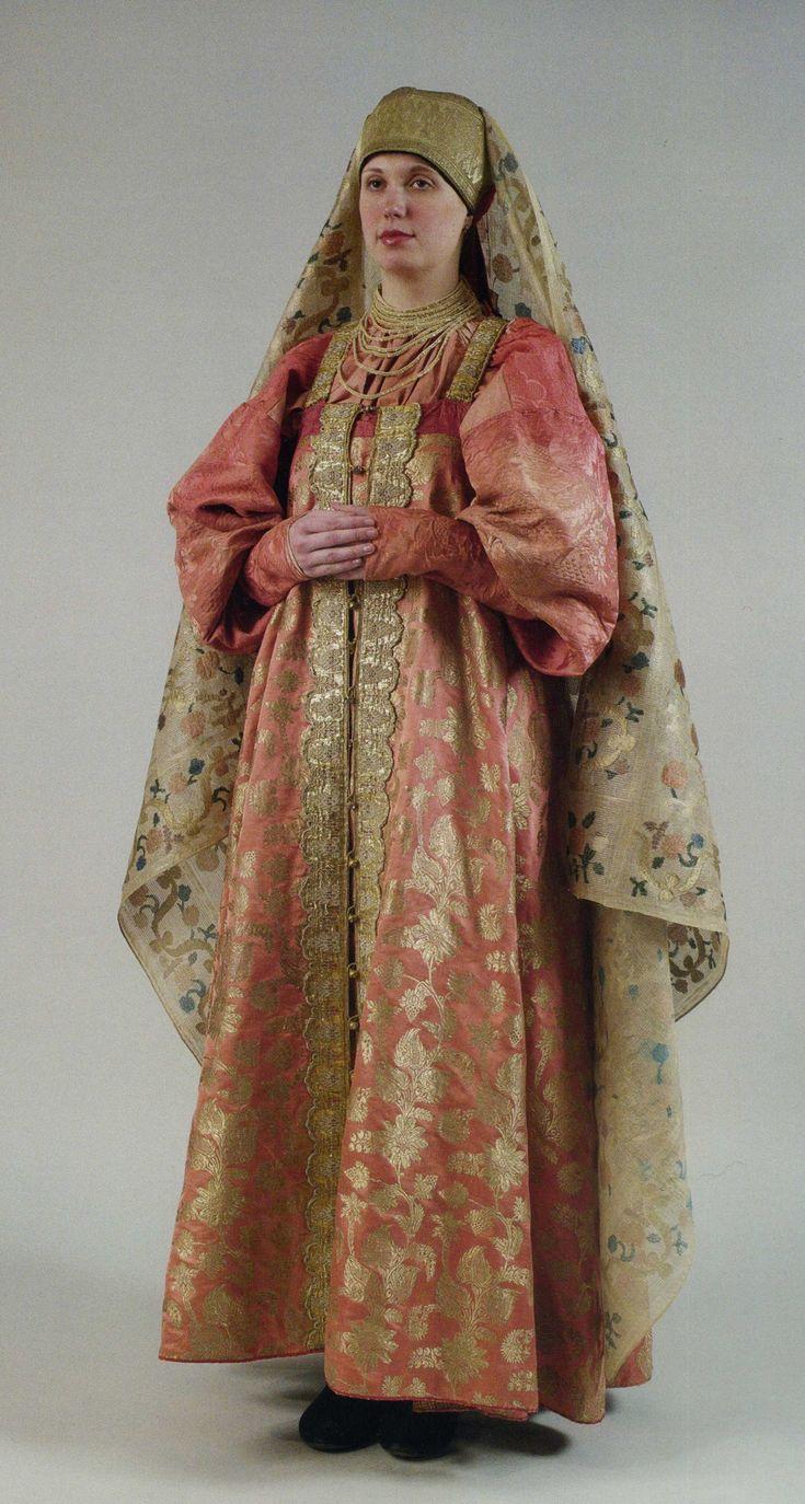 uk.icdn.ru girl Girls festive costume. The end of the XVIII century Shirt, sundress, dressing, veil.