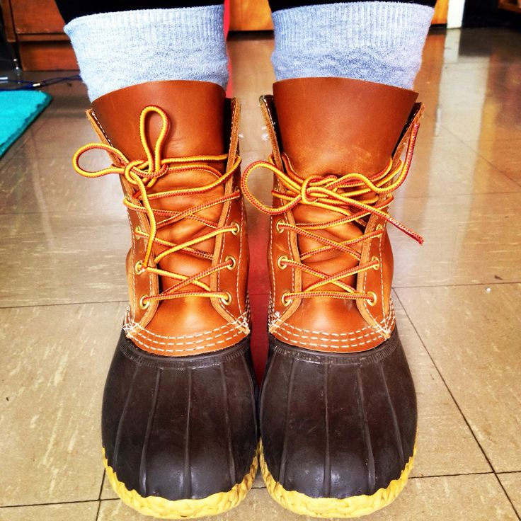 LL Bean Boots Tan/Brown Size 7  http://www.llbean.com/llb/shop/22799?feat=506708-GN2&page=women-s-l-l-bean-boots-8-thinsulate&attrValue_0=Tan/Brown&productId=198179