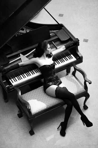http://www.prophotonut.com/wp-content/uploads/2012/06/boudoir-15.jpg