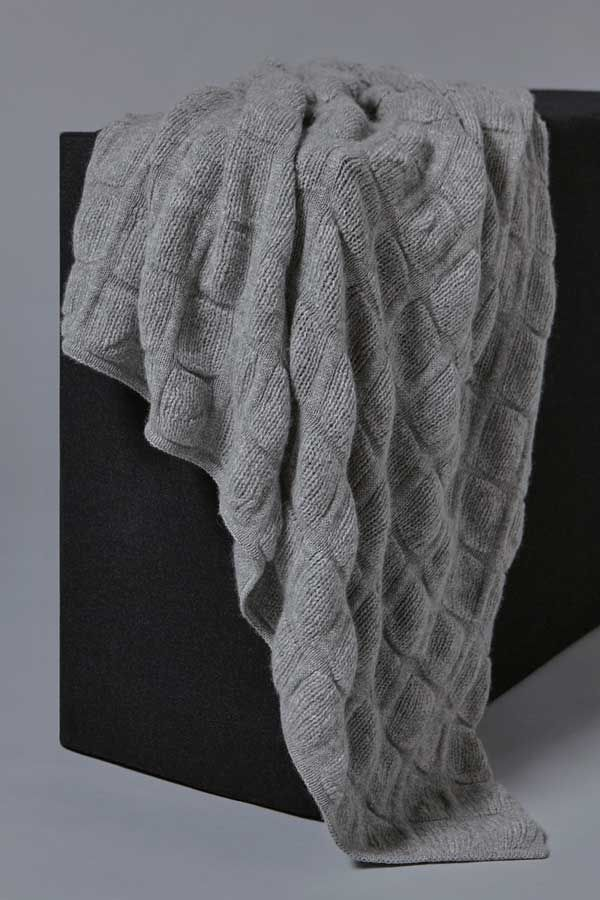 Galia Cashmere Throw in Soft Grey