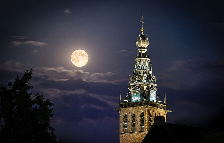 Full moon over Nijmegen by Evan Karageorgos