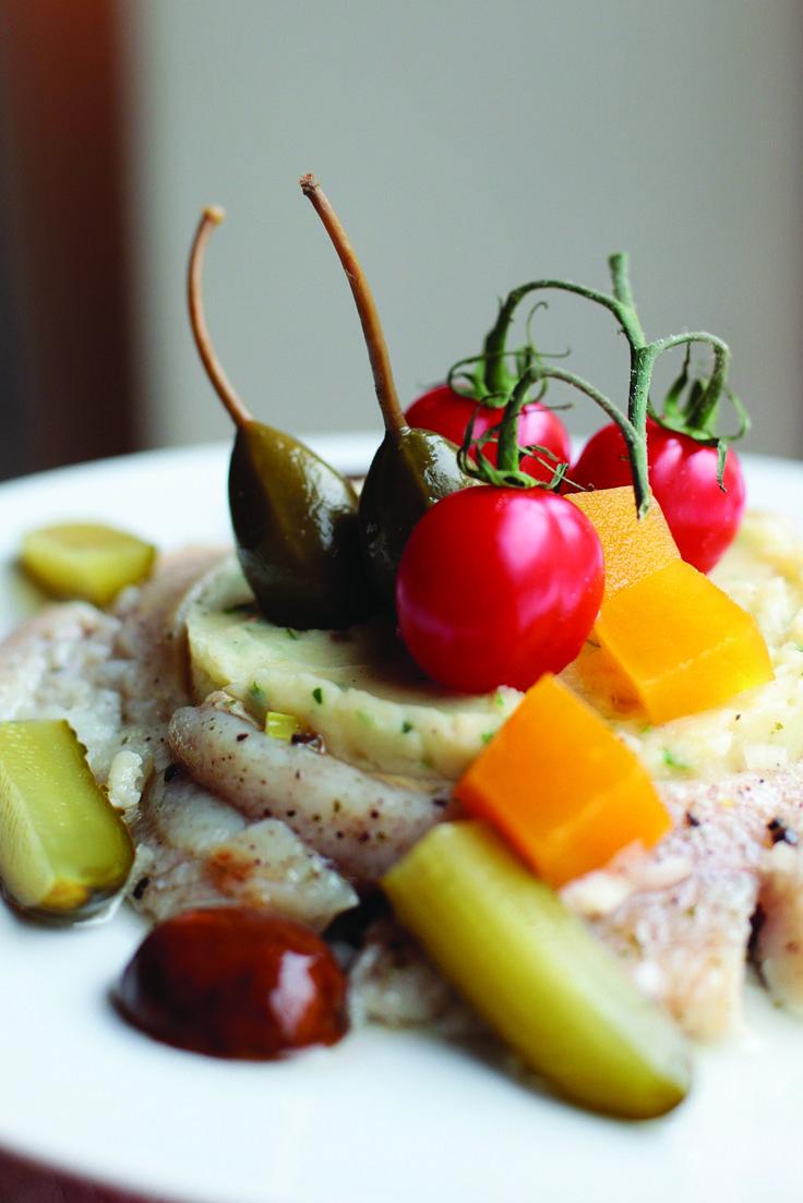 śledź z puree ziemniaczanym i marynowanymi grzybkami, kaparami, ogórkami i dynią // herring with potato puree and pickles  by monikamotor.com