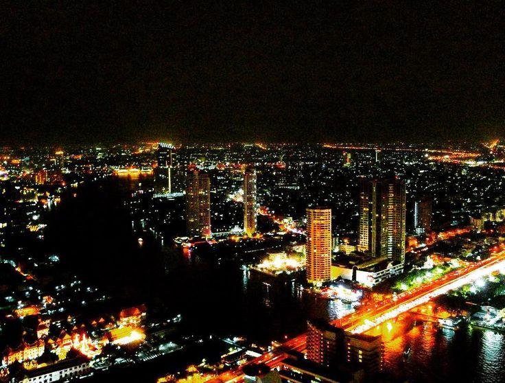 The bright lights of a city, the night lights of Bangkok. #KeepCalmAndJasTravel