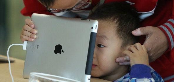 Artikel fra New York Times om børn, forældre og iPads. Kan det have en social slagside?
