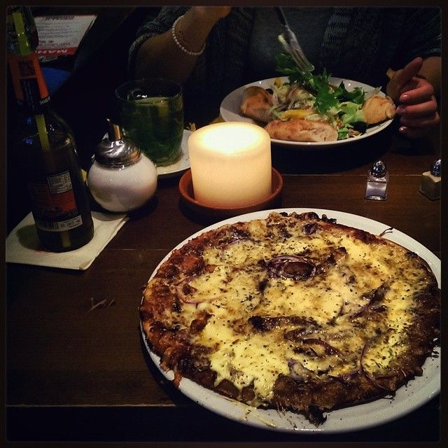 Essen & Trinken - Aney, Eistee und Pizza Fajita #germany #deutschland #hessen #darmstadt #cafe #extrablatt #restaurant #essen #food #foodie #trinken #eistee #tradewinds #pizza #fajita #salat #abendessen #feierdenmoment #sommer #abend  (hier: Cafe Extrablatt Darmstadt)