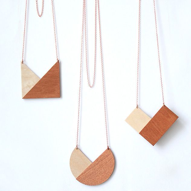"geometric ""copper""necklacependant 6 x 8 cmmaterial  1,5 mmlength of the chain 45 cm Plywood birch, copper chain24.90 € (incl. 19 % VAT)Shipping Germany 3.00 €Shipping EU/INT.   4.90 €  when you buy several items we adjust the shipping costs accordingly  BEZAHLUNG AUCH PER BANKÜBERWEISUNG, bitte fragt per Mail an.  Payment via bank-account possible, please write us an email."