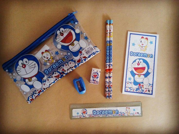 Stationery Set Doraemon tempat pensil resleting 19x10cm notes 7x14cm penggaris 15cm 2 pcs pensil kayu serutan dan pemghapus  harga Rp15.000  How to Buy: Ketik nama barang - nama lengkap - alamat lengkap - no hp  Kirim ke: BBM 5BB820D7 Line @rqa4794f  #stationerydoraemon #alattulisdoraemon #atkdoraemon #pernakpernikdoraemonbandung #tokodoraemon #jualdoraemon