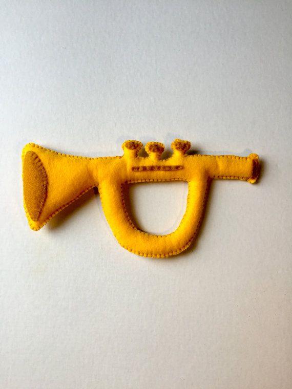 Jouet trompette, feutres jouets, Instruments jouets, peluche trompette, trompette en peluche, trompette bébé, cadeau bébé, bébé musique, bébé musicien, jeu