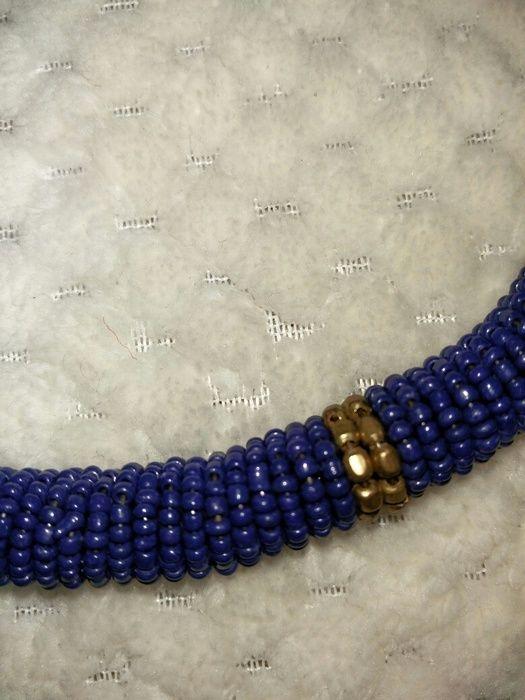 Collier bleu et doré