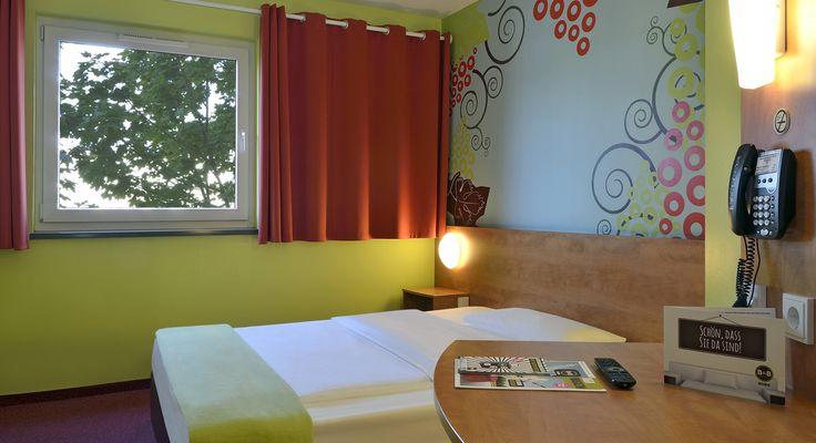 Zimmer mit französischem Bett im B&B #Hotel Koblenz