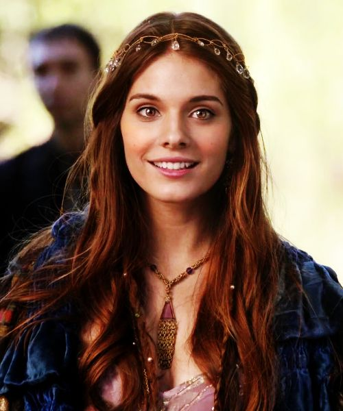 Beautiful jewel headpiece and great hair on Caitlin Stasey. Her warddrobe on Reign is pretty epic if not accurate to the time period. :)