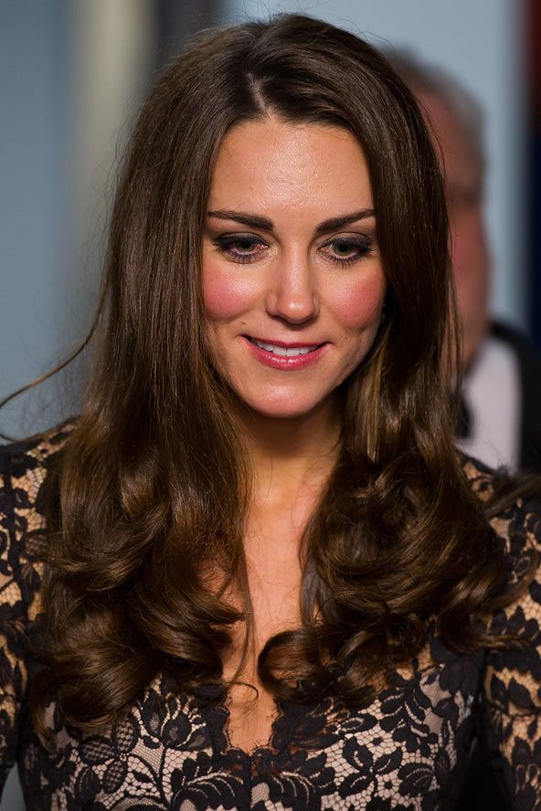 Kate's bouncy locks looked glossier than ever as she stepped out for the UK premiere of War Horse, January 8, 2012. The Duchess hits another hair and beauty homerun at the premiere of War Horse, opting for trademark glossy tresses, a sugary pink pout and the most marvellously peachy complexion we've ever seen.