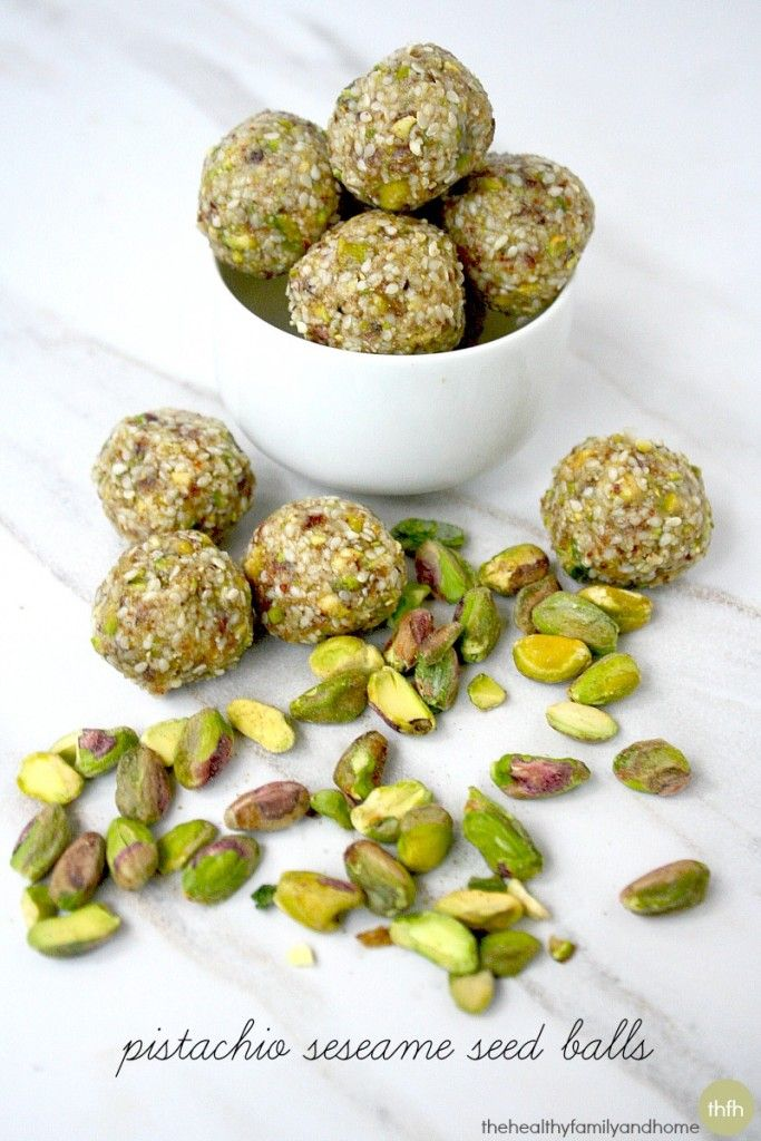 This pistachio sesame seed balls recipe is so good, quick and easy. Just throw pistachios, sesame seeds, dates and coconut oil in a food processor.