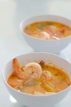 Soupe au lait de coco, épices et crevettes (enlever pois mange-tout et poireau)