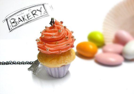 Cupcake glassato in porcellana, collana lunga, pezzo unico, maxi cupcake, dolcetti, torta glassata, collana con dolci, ragazza, donna, rosa