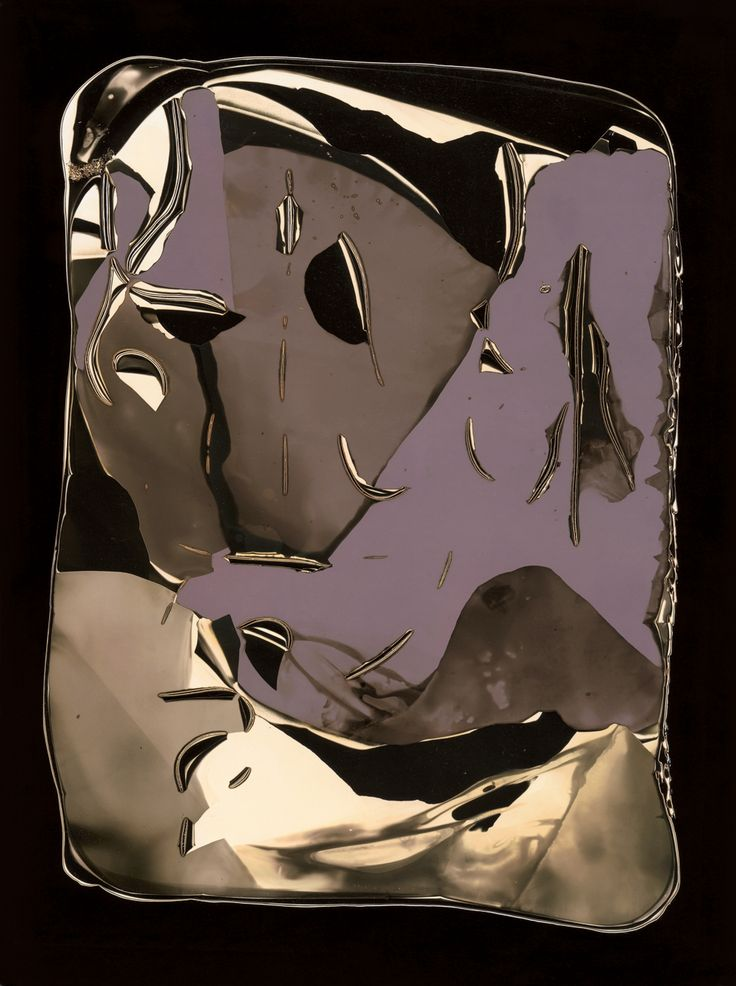 This piece of work is by Pierre Cordier in 1957. It is a chemigram on gelatin-silver paper. It was given to the V museum as a gift.